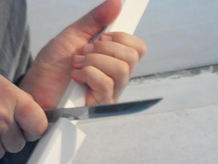 Самостоятельный монтаж потолочного плинтуса фото