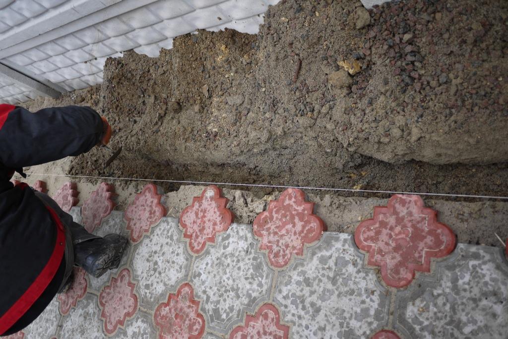 Как сделать бордюр у тротуарной плитки