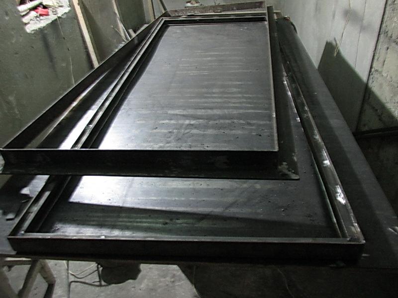Металлическая дверная рама