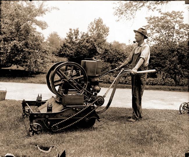 История создания газонокосилки