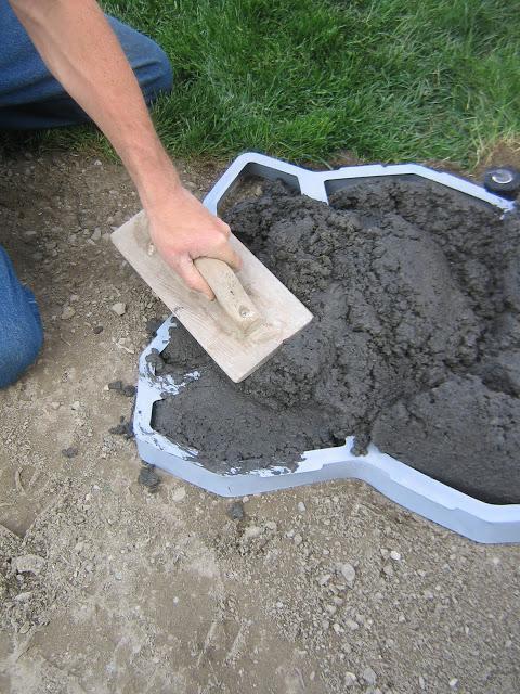 Форма для садовых дорожек фото