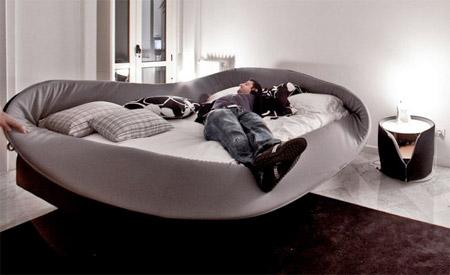 удивительная кровать