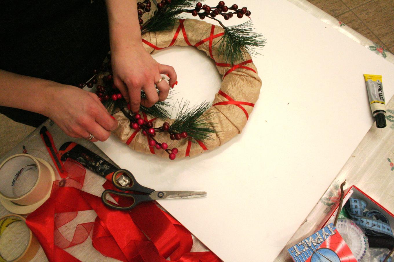 Из чего и как сделать рождественский венок