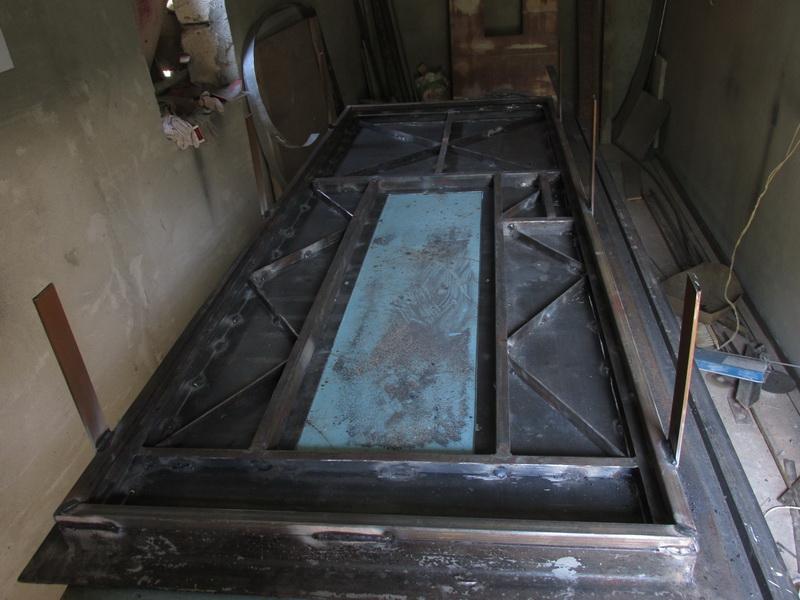 Дверь из металла