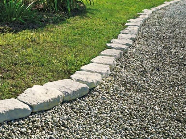 каменный бордюр в саду