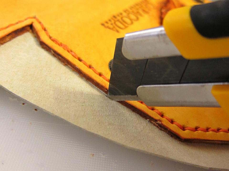 Обрезаем лишнюю подкладку