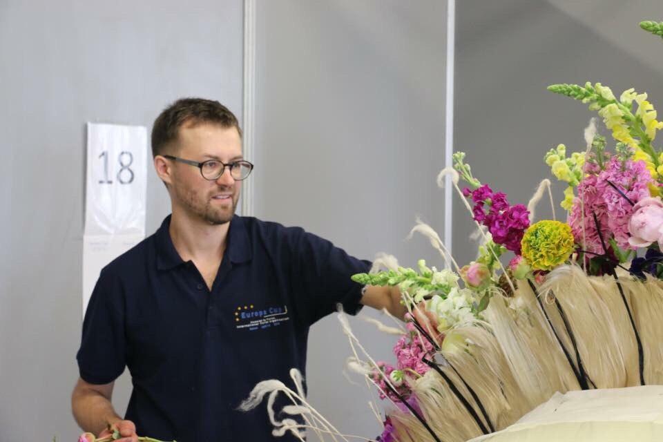 Флорист за работой