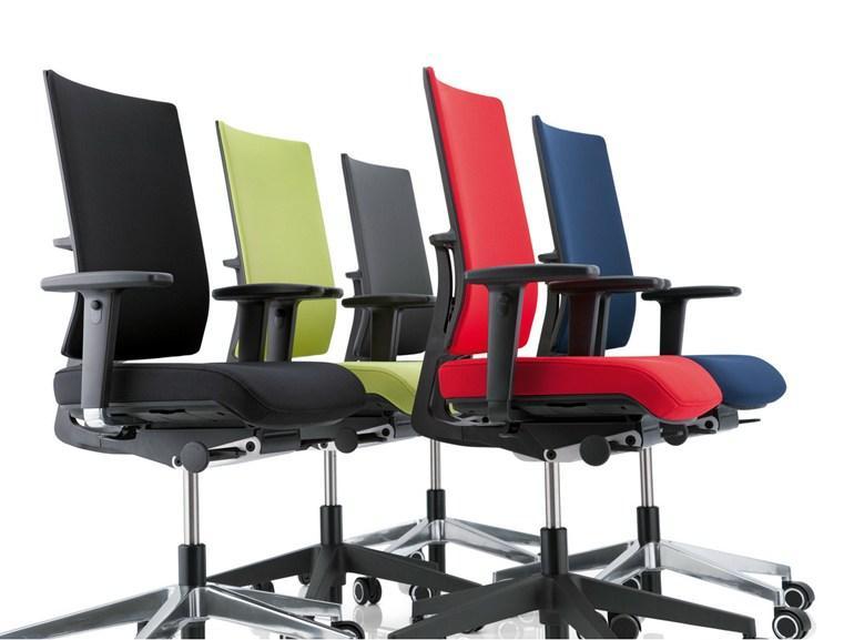 Современное офисное кресло