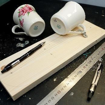 Необычная кормушка для птиц изподручных материалов