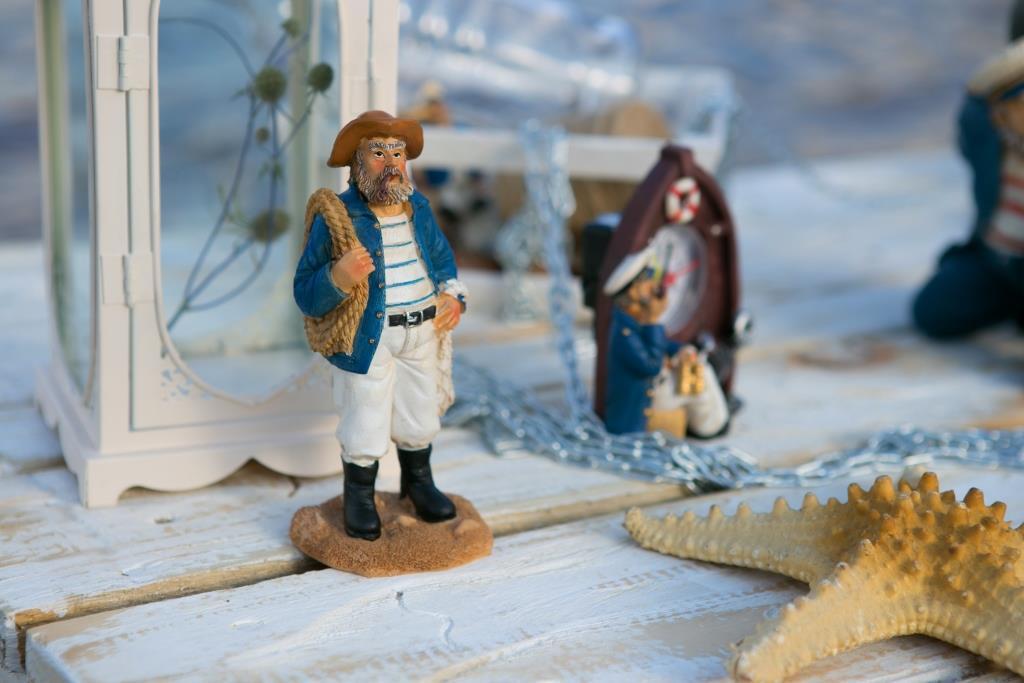 Фигурка моряка