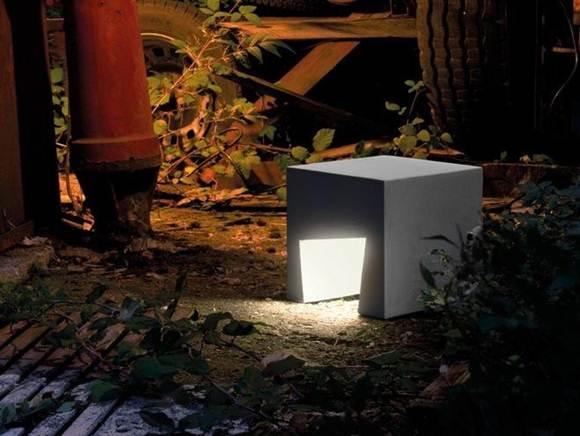 Садовый светильник из цемента