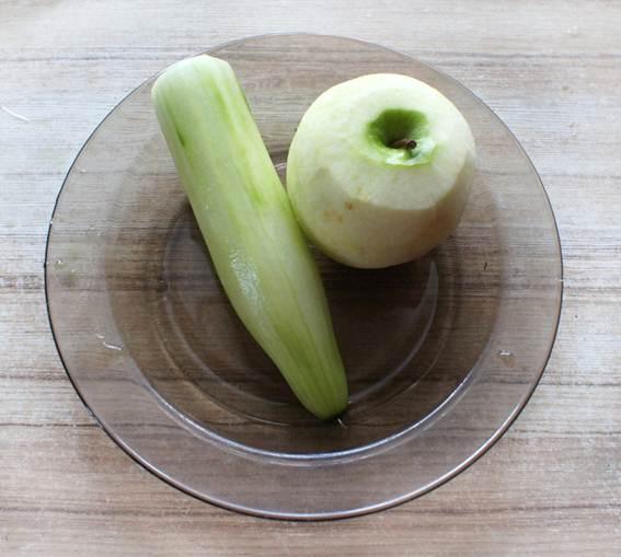Огурец и яблоко