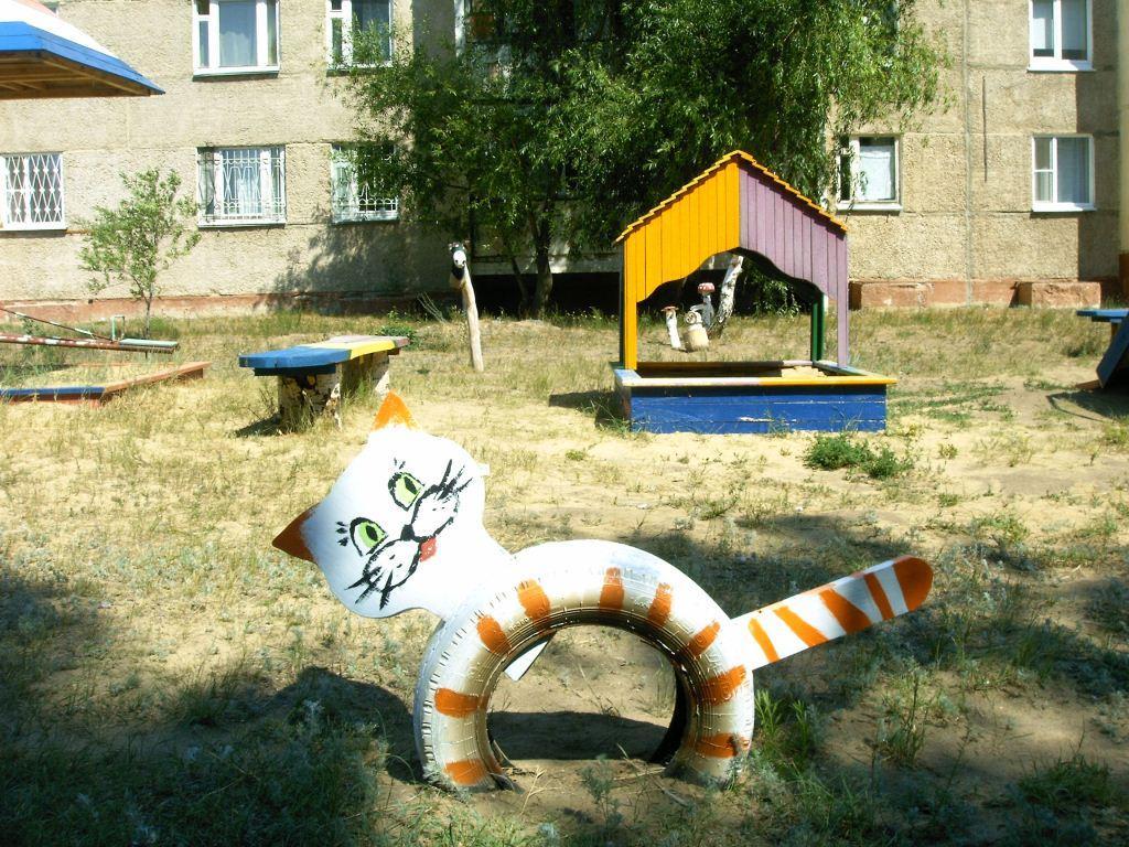 Фигурки на детской площадке